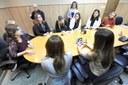 Aplicabilidade de Lei sobre vagas de emprego para mulher é discutida em reunião.