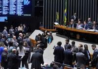 Câmara dos Deputados aprova MP do setor elétrico que pode aumentar conta de luz.