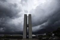 Crise política prejudica andamento de reformas estruturais no Congresso.