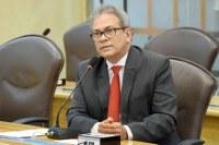 Deputado Hermano propõe que clínicas informem gratuidade para reconstrução mamária.