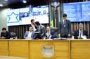 Deputados aprovam projeto que obriga banheiros adaptados para deficientes em eventos públicos.