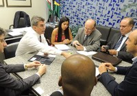 Em reunião com senador, CNM reitera reivindicação para manter texto do projeto do ISS.