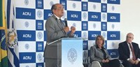 Ministro Gilmar Mendes fala sobre reforma política em palestra.