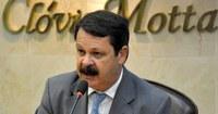 Ricardo Motta solicita benefícios para crianças com microcefalia.